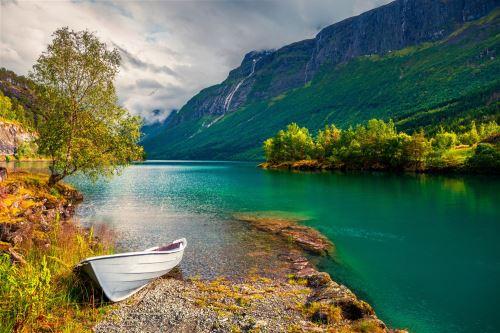 11 - Jezero Lovatnet Norsko